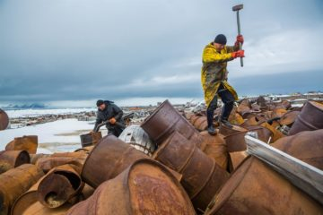 Convicts to clear Arctic