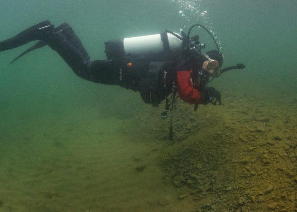 Norilsk divers look for sunk plane