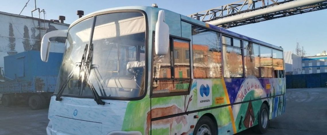 Buses in Dudinka decorated with schoolchildren's drawings